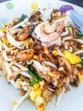 Ανακατώνω-βαλμένο φωτιά θαλασσινά ρύζι-νουντλς (PadThai) ThaiFood Στοκ φωτογραφία με δικαίωμα ελεύθερης χρήσης