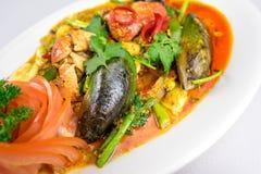 Ανακατώνω-τηγανισμένο κάρρυ καβουριών στο πιάτο γευμάτων Στοκ Εικόνα