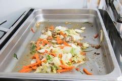 Ανακατώστε τα τηγανισμένα λαχανικά στο καυτό πιάτο Στοκ εικόνα με δικαίωμα ελεύθερης χρήσης