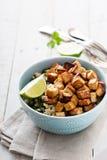 Ανακατώστε τηγανισμένο tofu σε ένα κύπελλο Στοκ εικόνα με δικαίωμα ελεύθερης χρήσης