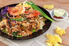 Ανακατώστε την τηγανισμένη γραμμή γυαλιού φυκιών με τις γαρίδες (μαξιλάρι Ταϊλανδός) Στοκ εικόνες με δικαίωμα ελεύθερης χρήσης