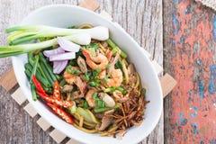 Ανακατώστε το τηγανισμένο κίτρινο hokkian phuket μαξιλαριών νουντλς mee Στοκ Εικόνες