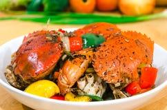 Ανακατώστε το τηγανισμένο καβούρι με τη μαύρη σάλτσα πιπεριών Στοκ εικόνες με δικαίωμα ελεύθερης χρήσης