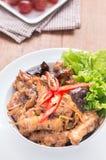 Ανακατώστε το τηγανισμένο κοτόπουλο με την πιπερόριζα Στοκ Εικόνες