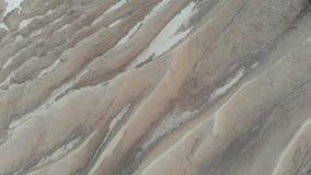 Ανακούφιση ενός λατομείου μεταλλείας Barchan δυναμική υψηλή άμμος σειράς αμμόλοφων Ξοδευμένο εξάγοντας λατομείο Εναέρια άποψη 4K απόθεμα βίντεο