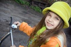 ανακυκλώνοντας κορίτσι στοκ φωτογραφίες