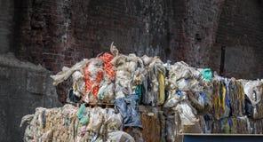 Ανακυκλώνοντας πλαστικά δέματα Στοκ Εικόνες