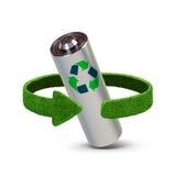 Ανακυκλώνοντας μπαταρίες και συσσωρευτές Έννοια με τα πράσινα βέλη από τη χλόη Έννοια ανακύκλωσης Στοκ εικόνα με δικαίωμα ελεύθερης χρήσης