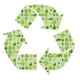 Ανακυκλώνοντας το σύμβολο που γεμίζουν με τα βιο περιβαλλοντικά σχετικά εικονίδια eco Στοκ Εικόνες