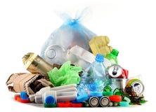 Ανακυκλώσιμα απορρίματα που αποτελούνται από το γυαλί, το πλαστικό, το μέταλλο και το έγγραφο Στοκ Φωτογραφία