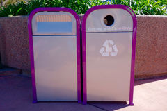 Ανακυκλώστε και δοχεία απορριμμάτων Στοκ Φωτογραφίες