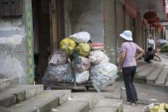 Ανακυκλώστε το πλαστικό εμπορευματοκιβώτιο Στοκ Εικόνες