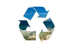 Ανακυκλώστε το σύμβολο με το ψαλίδισμα της πορείας Στοκ φωτογραφία με δικαίωμα ελεύθερης χρήσης