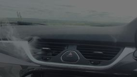 Αναλύω καπνίζοντας αυτοκίνητο απόθεμα βίντεο