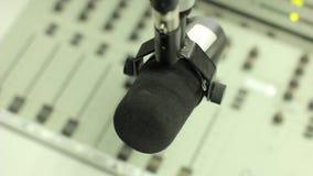 Αναμίκτης στο ραδιο στούντιο απόθεμα βίντεο