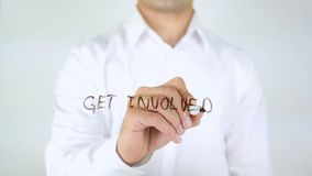 Αναμιχθείτε, γράψιμο επιχειρηματιών στο γυαλί Στοκ Φωτογραφία