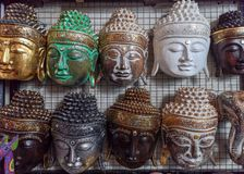 Αναμνηστικά μασκών προσώπου στην αγορά Ubud, Μπαλί στην Ινδονησία - το Δεκέμβριο του 2018 στοκ εικόνα με δικαίωμα ελεύθερης χρήσης