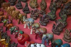 Αναμνηστικά στο κύριο δρόμο Arambol, ο Βορράς Goa, Ινδία Στοκ Φωτογραφίες