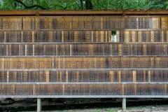 Αναμνηστικές πινακίδες χορηγών στη λάρνακα Kasuga Taisha στο Νάρα, Japa Στοκ Εικόνα