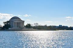 Αναμνηστική άποψη του Thomas Jefferson από τη λίμνη Washington DC, ΗΠΑ Στοκ εικόνα με δικαίωμα ελεύθερης χρήσης