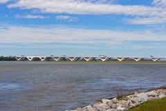 Αναμνηστική γέφυρα του Wilson Woodrow πέρα από Potomac τον ποταμό όπως αυτό βλέποντας από το εθνικό λιμάνι Στοκ φωτογραφίες με δικαίωμα ελεύθερης χρήσης