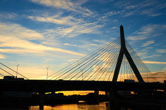 Αναμνηστική γέφυρα Hill αποθηκών Zakim στο ηλιοβασίλεμα Στοκ Εικόνες