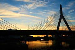 Αναμνηστική γέφυρα Hill αποθηκών Zakim στο ηλιοβασίλεμα Στοκ Φωτογραφίες