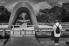 Αναμνηστικό κενοτάφιο πάρκων ειρήνης της Χιροσίμα Στοκ εικόνα με δικαίωμα ελεύθερης χρήσης