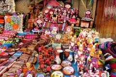 Αναμνηστικό της Νότιας Αμερικής, ζωηρόχρωμες κούκλες Στοκ φωτογραφία με δικαίωμα ελεύθερης χρήσης