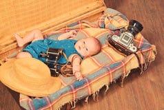 Αναμονή ενός μωρού r Γλυκό δημοσιογράφων φωτογραφιών λίγο μωρό Νέες ζωή και γέννηση r r στοκ εικόνα με δικαίωμα ελεύθερης χρήσης