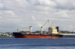 αναμονή σκαφών λιμένων φορτί& Στοκ Φωτογραφία