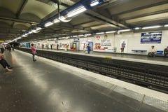 Αναμονή το τραίνο Στοκ Εικόνες