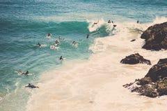 Αναμονή Surfers στοκ εικόνες