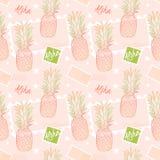 Ανανάς και γραμματόσημα, άνευ ραφής σχέδιο σε ένα sorbet ρόδινο υπόβαθρο Το Aloha σημαίνει γειά σου στη Χαβάη Παράδοση φρούτων Στοκ φωτογραφία με δικαίωμα ελεύθερης χρήσης
