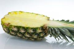 ανανάς με τις φέτες σε ανοικτό γκρι Ανανάς, ανανάς, φρούτα Στοκ φωτογραφίες με δικαίωμα ελεύθερης χρήσης