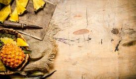 ανανάς που τεμαχίζεται φρ Στοκ Φωτογραφίες