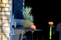 Ανανάδες και πορτοκάλι Στοκ φωτογραφία με δικαίωμα ελεύθερης χρήσης