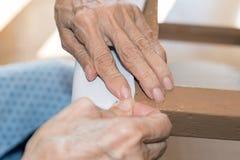 Ανανέωση της ταπετσαρίας μιας καρέκλας Στοκ Εικόνα