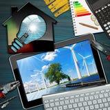 Ανανεώσιμες ενέργειες - σπίτι με τη λάμπα φωτός Στοκ Φωτογραφία