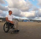 αναπηρική καρέκλα άμμου στοκ φωτογραφίες