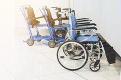 Αναπηρική καρέκλα που σταθμεύουν κενή στο νοσοκομείο Στοκ Εικόνες
