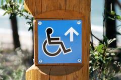 αναπηρική καρέκλα σημαδιώ&nu Στοκ Εικόνες