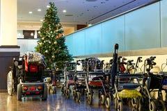 Αναπηρική καρέκλα για ένα χριστουγεννιάτικο δέντρο Στοκ Εικόνες
