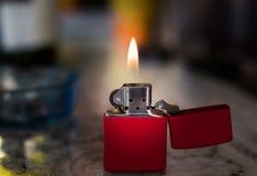 Αναπτήρας μετάλλων με τη φλόγα Στοκ φωτογραφία με δικαίωμα ελεύθερης χρήσης