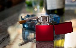 Αναπτήρας μετάλλων με τη φλόγα Στοκ εικόνες με δικαίωμα ελεύθερης χρήσης