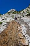 Αναρρίχηση μιας σκάλας στον ουρανό στοκ φωτογραφία