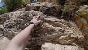 Αναρρίχηση στους βράχους απόθεμα βίντεο