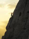 αναρρίχηση της γυναίκας βράχου Στοκ Εικόνες