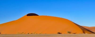 Αναρρίχηση των αμμόλοφων θάλασσας άμμου Namib Στοκ φωτογραφία με δικαίωμα ελεύθερης χρήσης