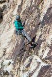 αναρρίχηση των σχοινιών δύο βράχου καλημάνων Στοκ Εικόνες